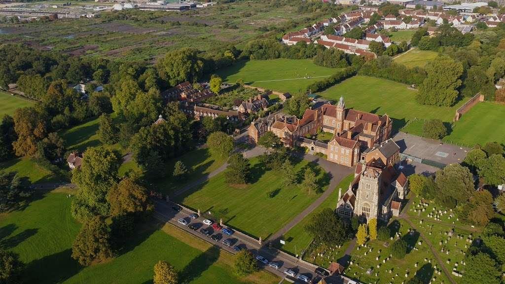 Carew Academy - school  | Photo 3 of 4 | Address: Church Rd, Wallington SM6 7NH, UK | Phone: 020 8647 8349
