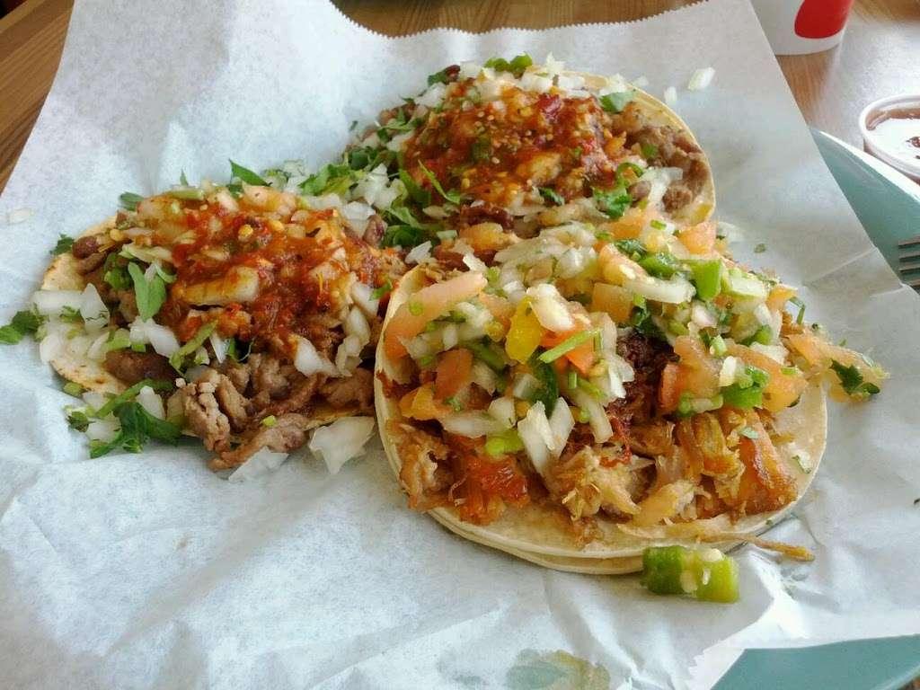Tres Potrillos Taqueria - restaurant    Photo 9 of 10   Address: 670 N Fair Oaks Ave, Sunnyvale, CA 94085, USA   Phone: (408) 735-8657