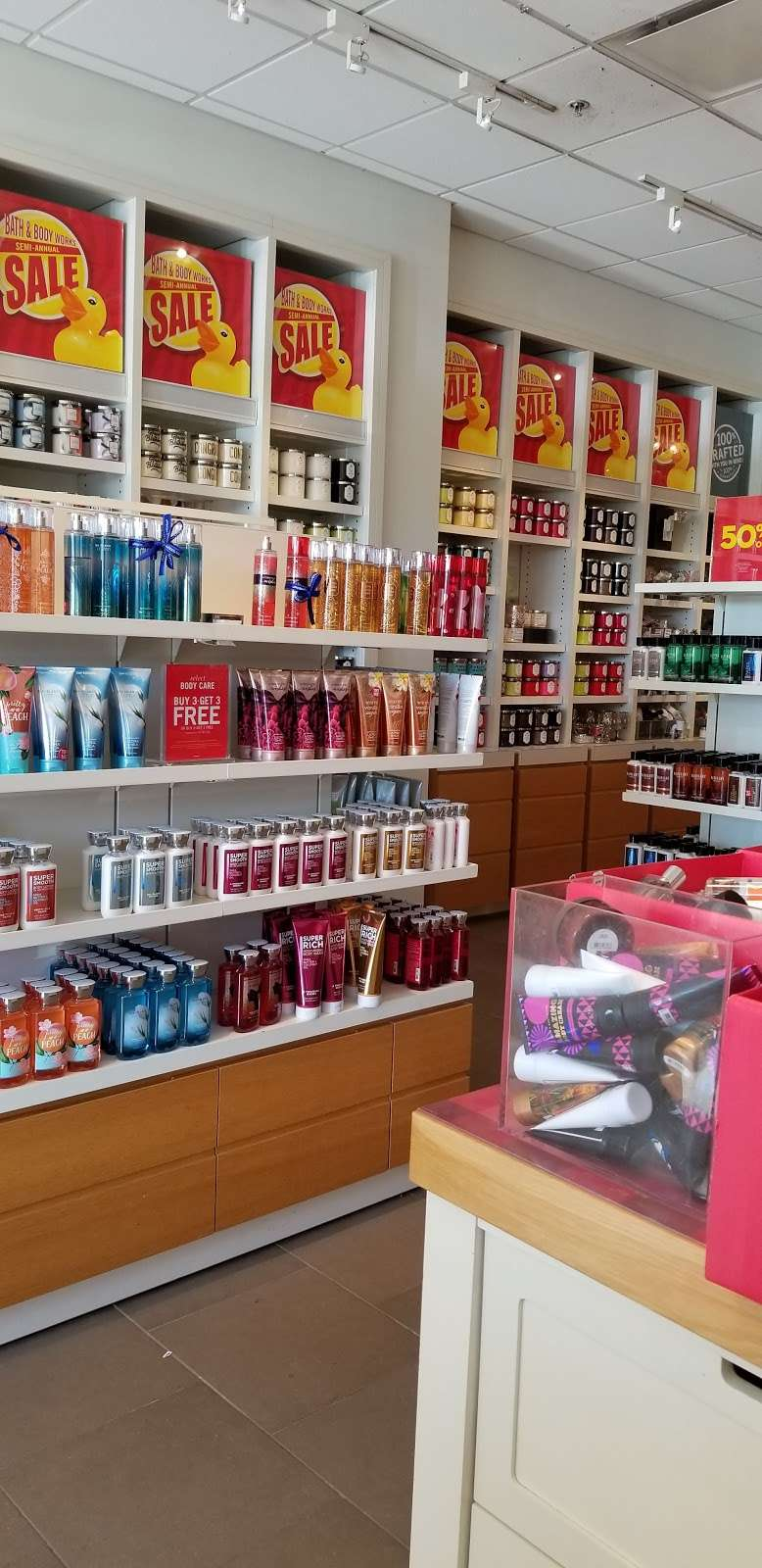 Bath & Body Works - home goods store  | Photo 3 of 6 | Address: 164 Colony Pl, Plymouth, MA 02360, USA | Phone: (508) 747-9672