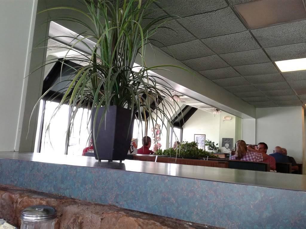 Evelyns - restaurant  | Photo 1 of 8 | Address: 3014 N 74th E Ave, Tulsa, OK 74115, USA | Phone: (918) 835-1212