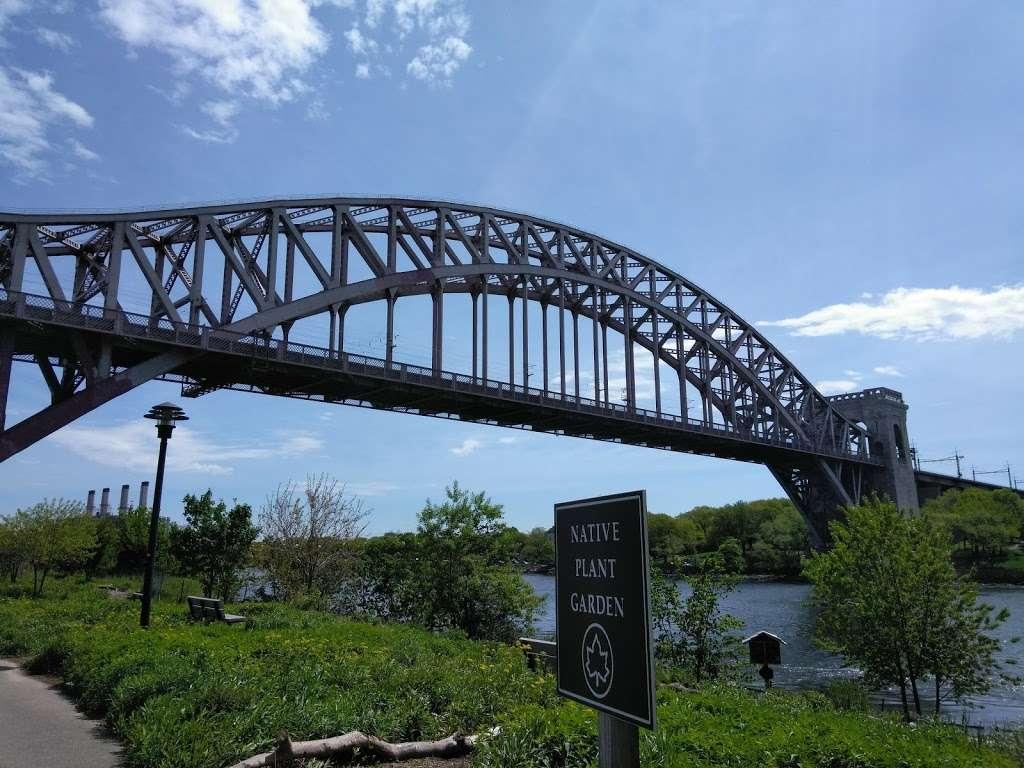 Randalls Island, Kantor Fields - park  | Photo 1 of 6 | Address: Hell Gate Cir, New York, NY 10035, USA
