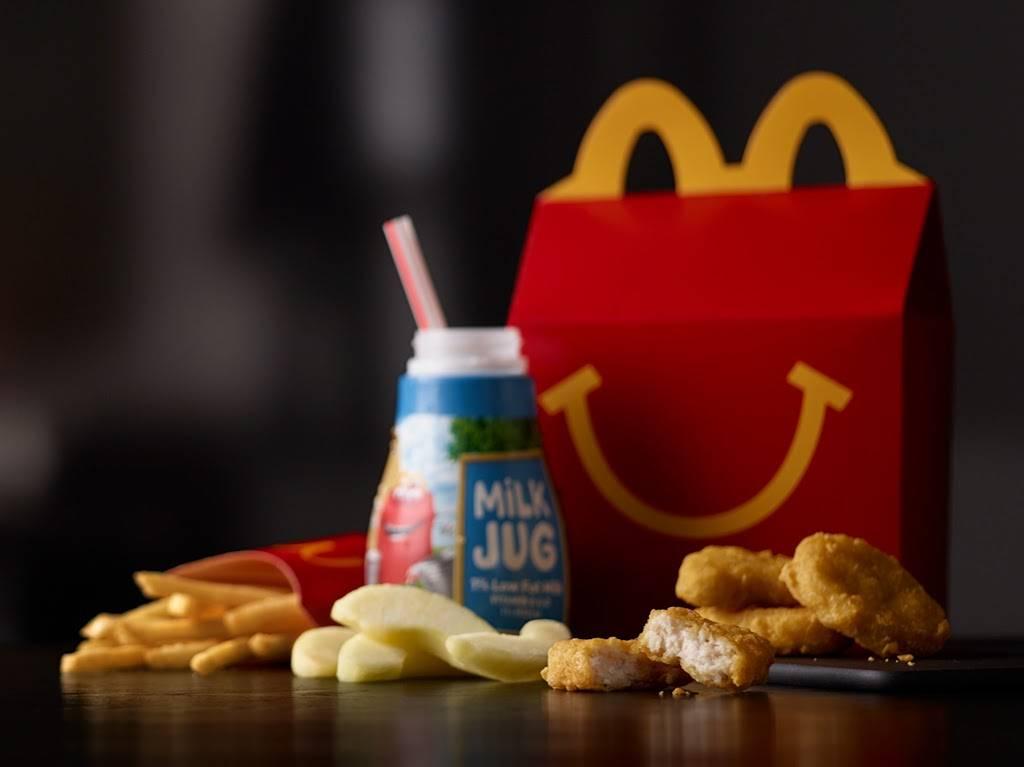 McDonalds - cafe  | Photo 3 of 10 | Address: 9101 Kinsman Ave, Cleveland, OH 44104, USA | Phone: (216) 721-3111
