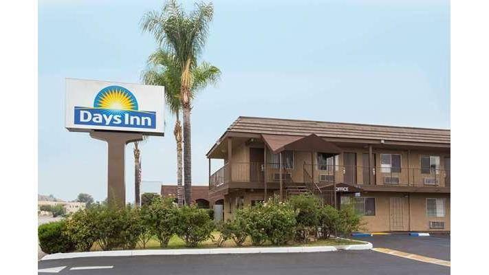 Days Inn by Wyndham San Bernardino - lodging  | Photo 1 of 8 | Address: 1386 E Highland Ave, San Bernardino, CA 92404, USA | Phone: (909) 881-1702