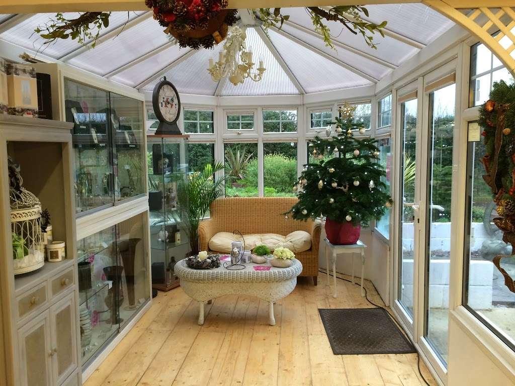Ashlea Flowers - florist  | Photo 1 of 5 | Address: Ashlea Nursery, Birchwood Rd, Dartford DA2 7HQ, UK | Phone: 01322 666555