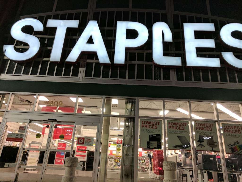 Staples - furniture store  | Photo 2 of 10 | Address: 409 Gateway Dr, Brooklyn, NY 11239, USA | Phone: (718) 348-9477