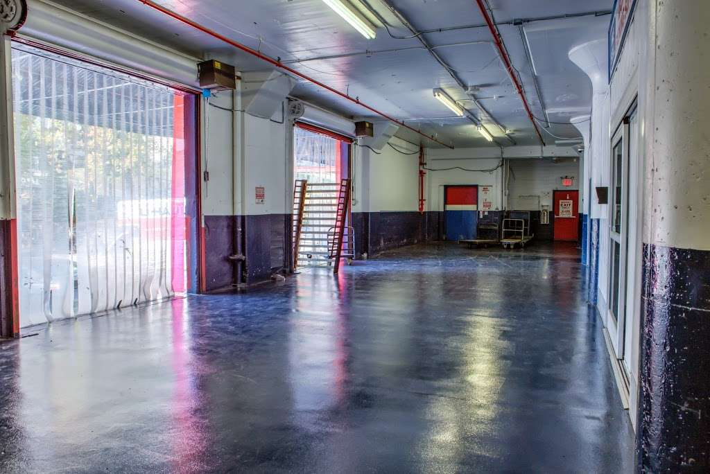 American Self Storage - moving company  | Photo 4 of 10 | Address: 330 Tompkins Ave, Staten Island, NY 10304, USA | Phone: (646) 569-9770