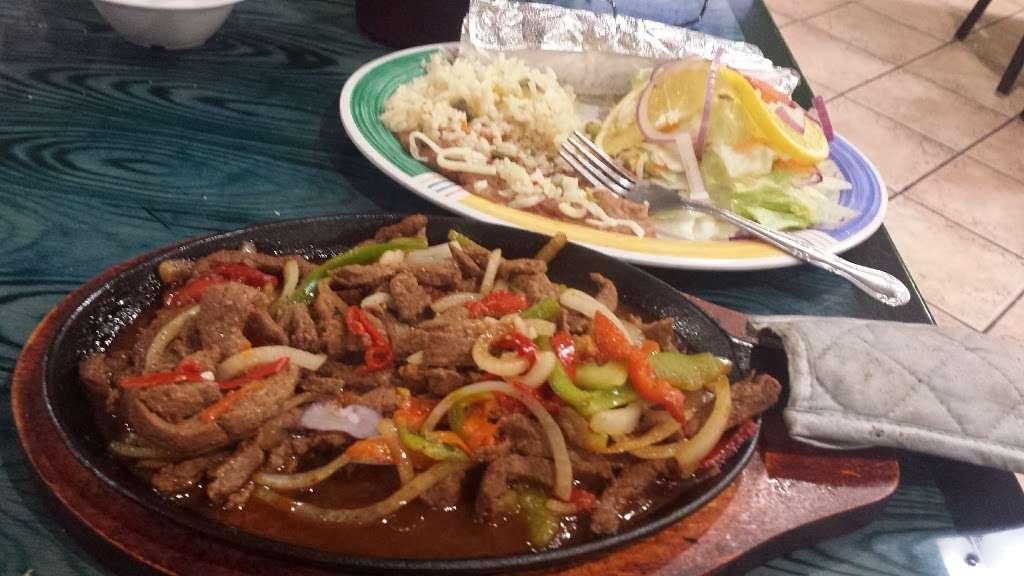 Las Islitas Mariscos Estilo Nayarit - restaurant  | Photo 6 of 10 | Address: 4610 Farm to Market 1960 Rd W P, Houston, TX 77069, USA | Phone: (281) 781-7336