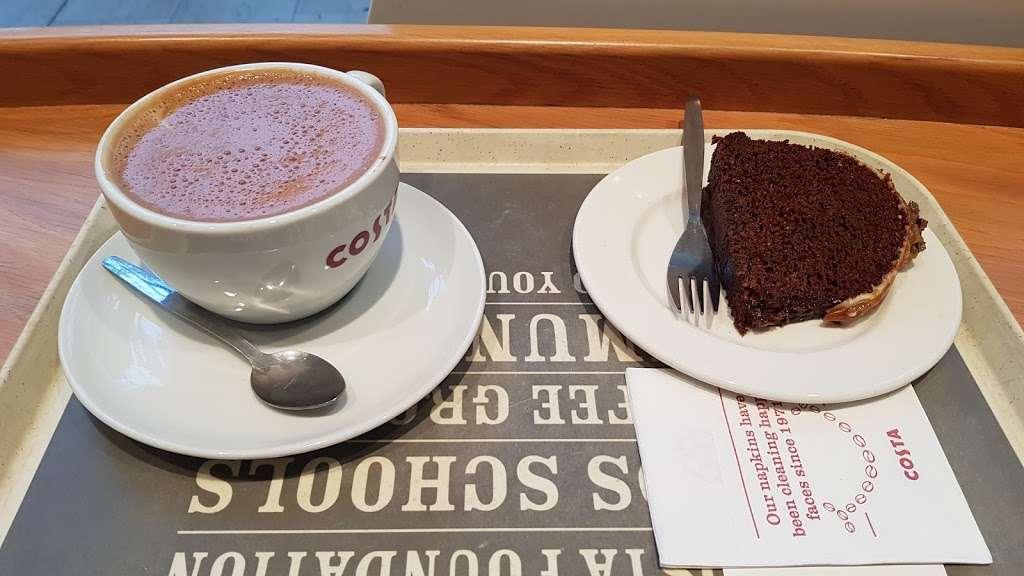 Costa Coffee - cafe  | Photo 9 of 10 | Address: UO49, Bluewater Pkwy, Dartford DA9 9SQ, UK | Phone: 01322 427626