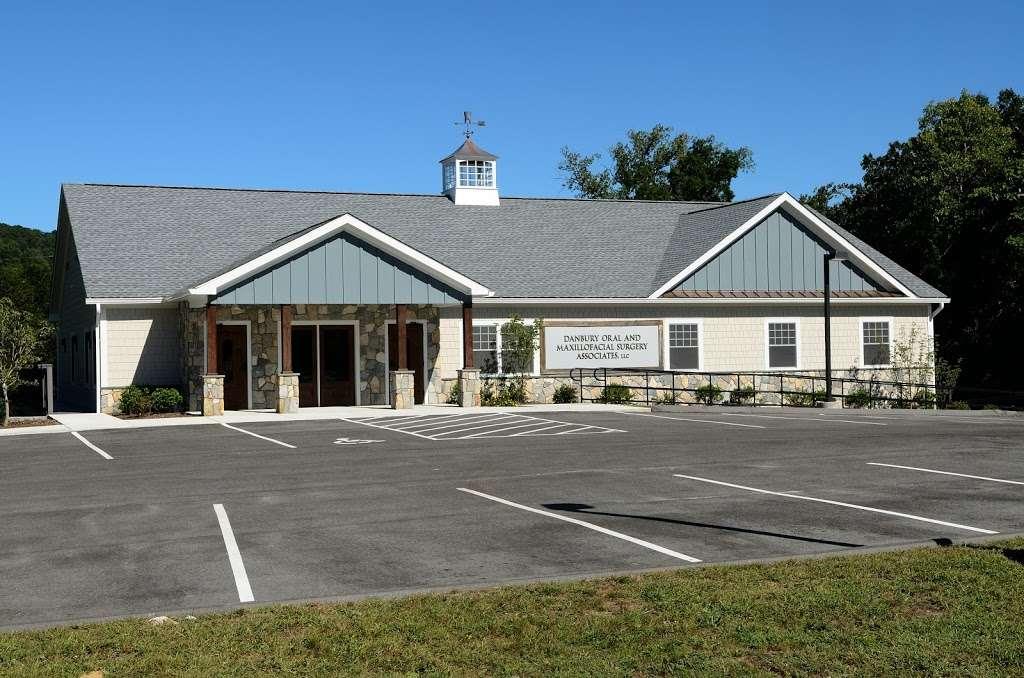 Danbury Oral & Maxillofacial Surgery Associates - Marshall Kurtz - dentist  | Photo 6 of 7 | Address: 487 Danbury Rd, New Milford, CT 06776, USA | Phone: (860) 355-4146