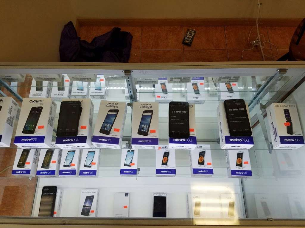 Smartphone Center - store  | Photo 9 of 10 | Address: 7 Walker St, Staten Island, NY 10302, USA | Phone: (718) 720-1917