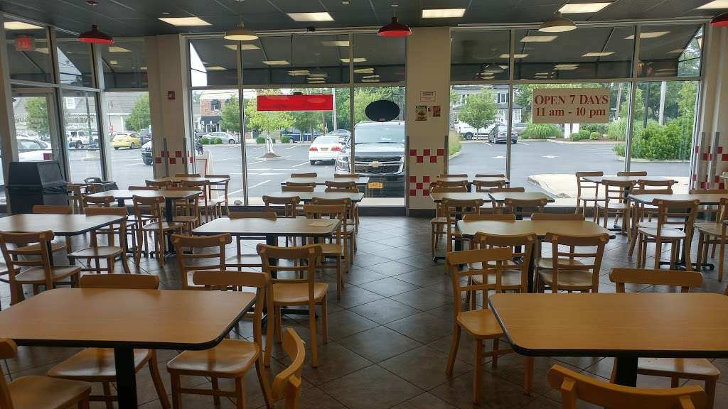 Five Guys - meal takeaway    Photo 9 of 10   Address: 35 Merrick Rd, Amityville, NY 11701, USA   Phone: (631) 691-6800