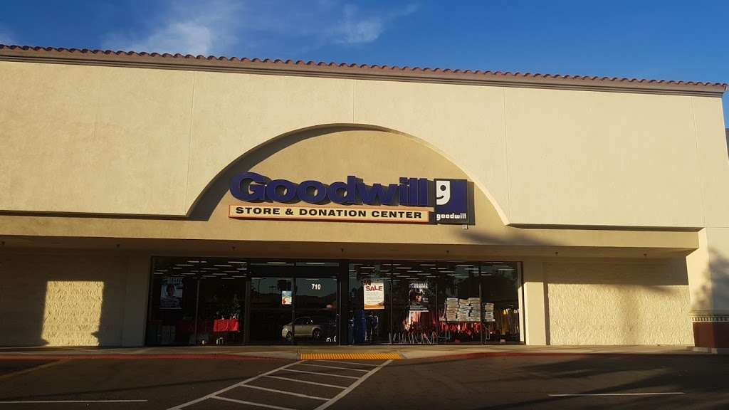 Goodwill Southern California Store & Donation Center - shoe store  | Photo 10 of 10 | Address: 4200 Chino Hills Pkwy Ste. 710, Chino Hills, CA 91709, USA | Phone: (909) 993-5015
