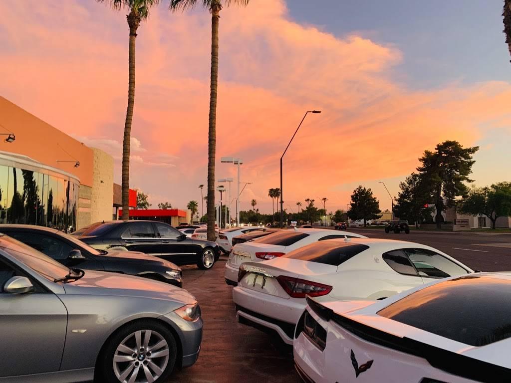 Riding in Style - car dealer    Photo 4 of 10   Address: 811 N Scottsdale Rd, Scottsdale, AZ 85257, USA   Phone: (480) 656-1604