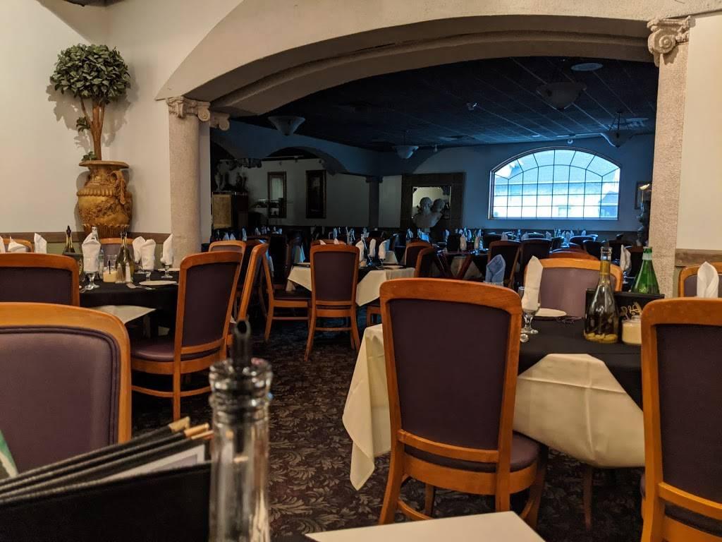 Lo Sole Mio Ristorante - restaurant  | Photo 3 of 10 | Address: 3001 S 32nd Ave, Omaha, NE 68105, USA | Phone: (402) 345-5656