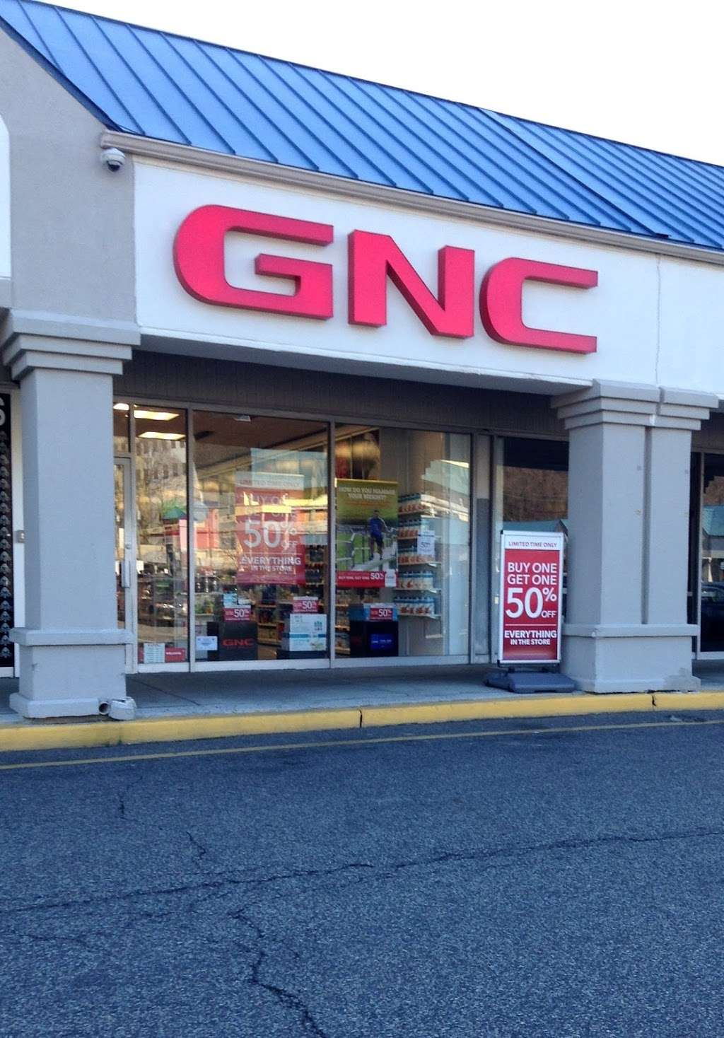 GNC - store  | Photo 3 of 10 | Address: 725 River Rd, Edgewater, NJ 07020, USA | Phone: (201) 941-5430