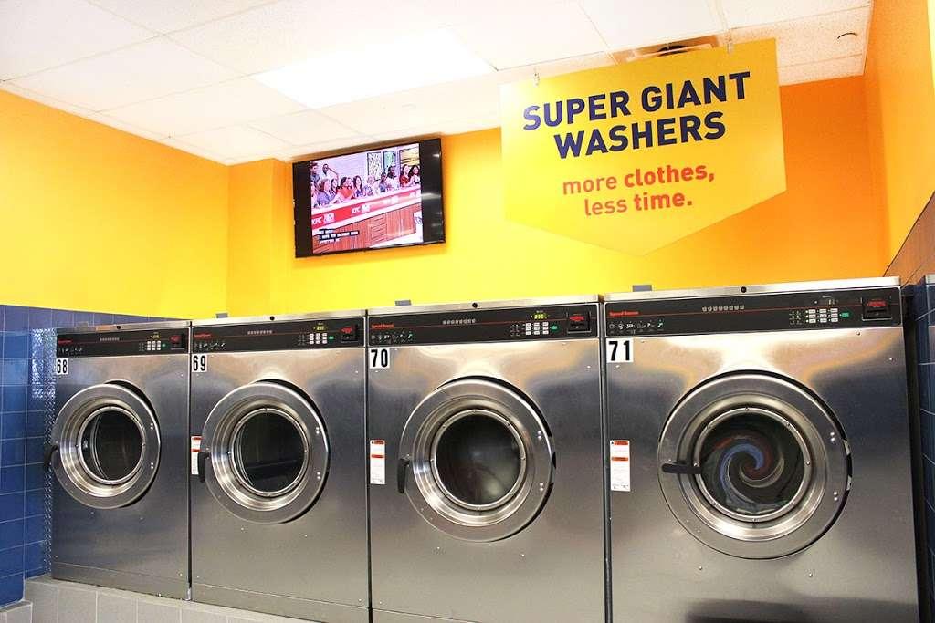 Clean Rite Center 24 HOURS - laundry    Photo 7 of 10   Address: 1332 Flatbush Ave, Brooklyn, NY 11210, USA   Phone: (718) 434-4627
