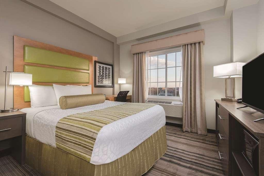 La Quinta Inn & Suites Brooklyn East - lodging  | Photo 2 of 10 | Address: 1412 Pitkin Ave, Brooklyn, NY 11233, USA | Phone: (718) 735-0915