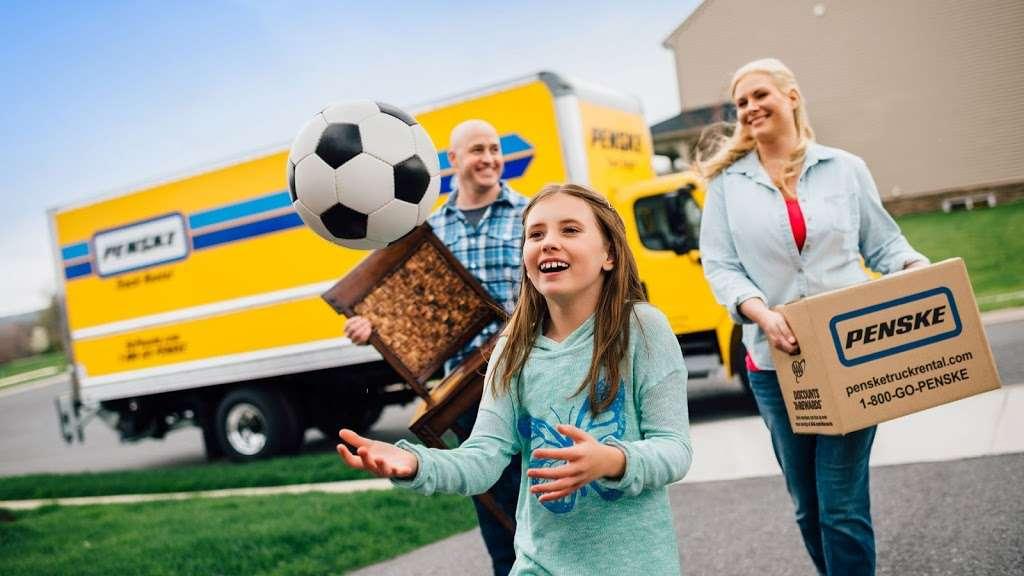 Penske Truck Rental - moving company  | Photo 5 of 10 | Address: 300 NJ-17 N, Paramus, NJ 07652, USA | Phone: (201) 225-9059