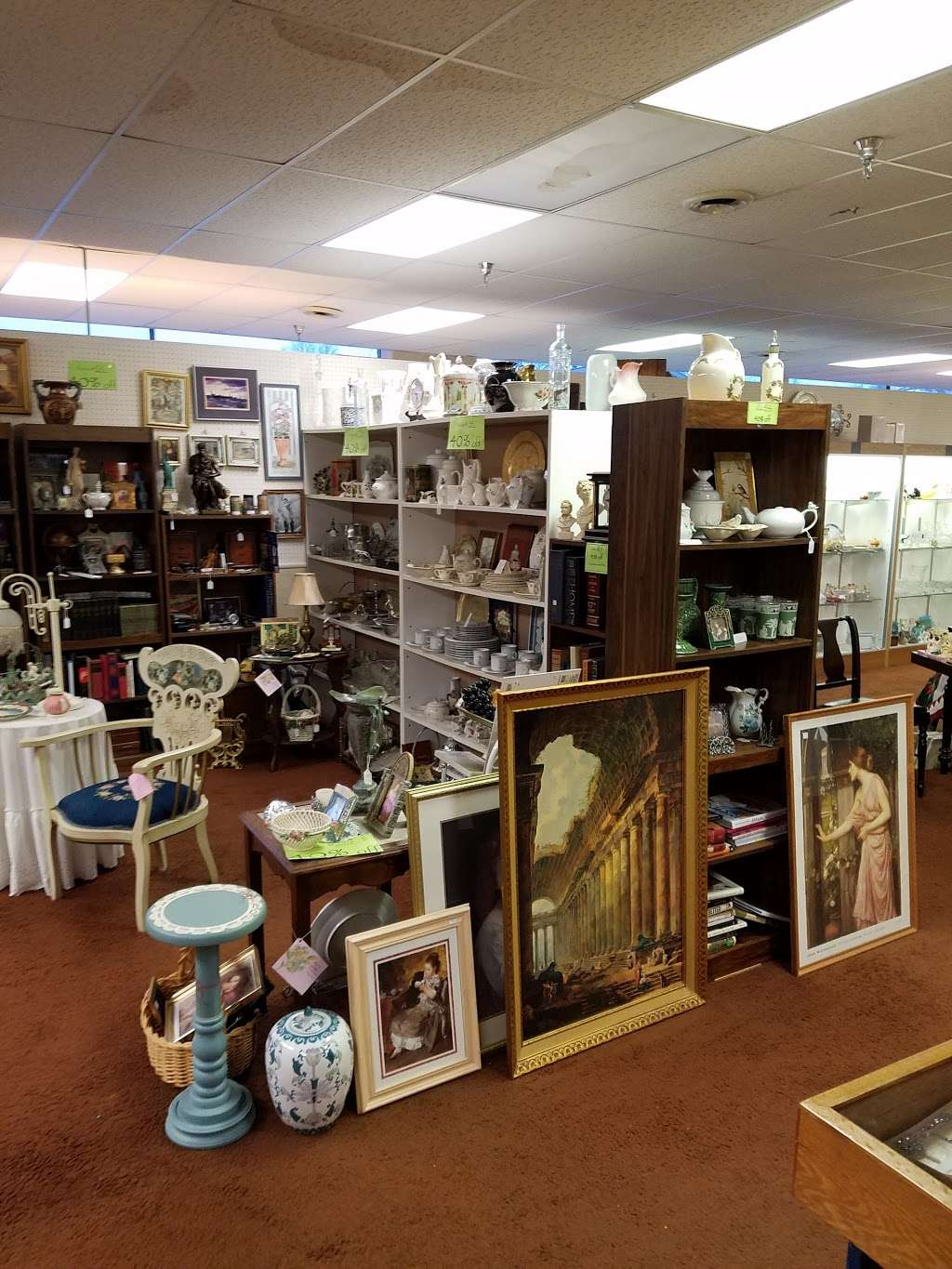Yesterdays Treasures Antique Mall - jewelry store  | Photo 1 of 10 | Address: 700 Broadway, Chesterton, IN 46304, USA | Phone: (219) 926-2268