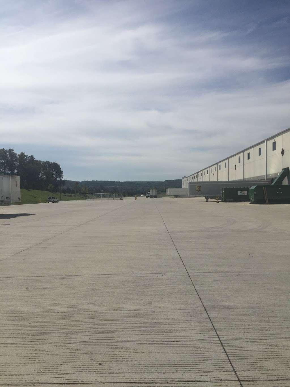 Ryder Logistics - storage  | Photo 6 of 7 | Address: 8620 Congdon Hill Drive, Alburtis, PA 18011, USA