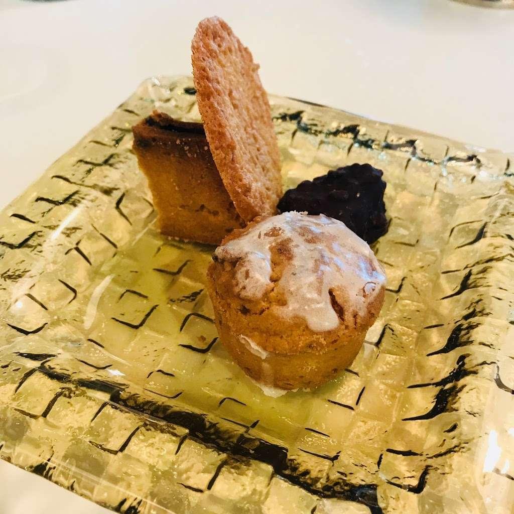 Patisserie Tomoko - bakery    Photo 2 of 10   Address: 568 Union Ave, Brooklyn, NY 11211, USA   Phone: (718) 388-7121