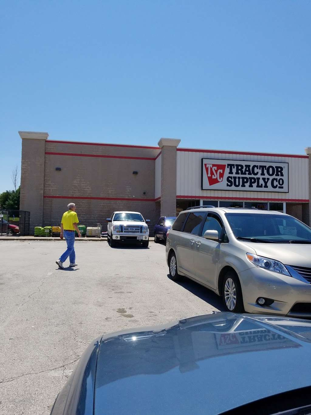 Tractor Supply Co. - hardware store  | Photo 7 of 10 | Address: 1253 SE Oldham Pkwy, Lees Summit, MO 64081, USA | Phone: (816) 525-3757