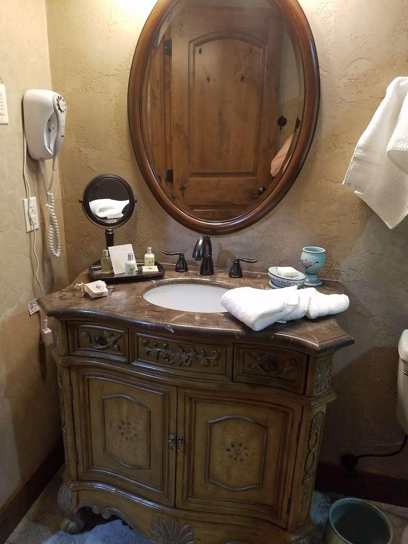 Hotel Chateau Chamonix - lodging    Photo 3 of 9   Address: 1414 Argentine St, Georgetown, CO 80444, USA   Phone: (303) 569-1109