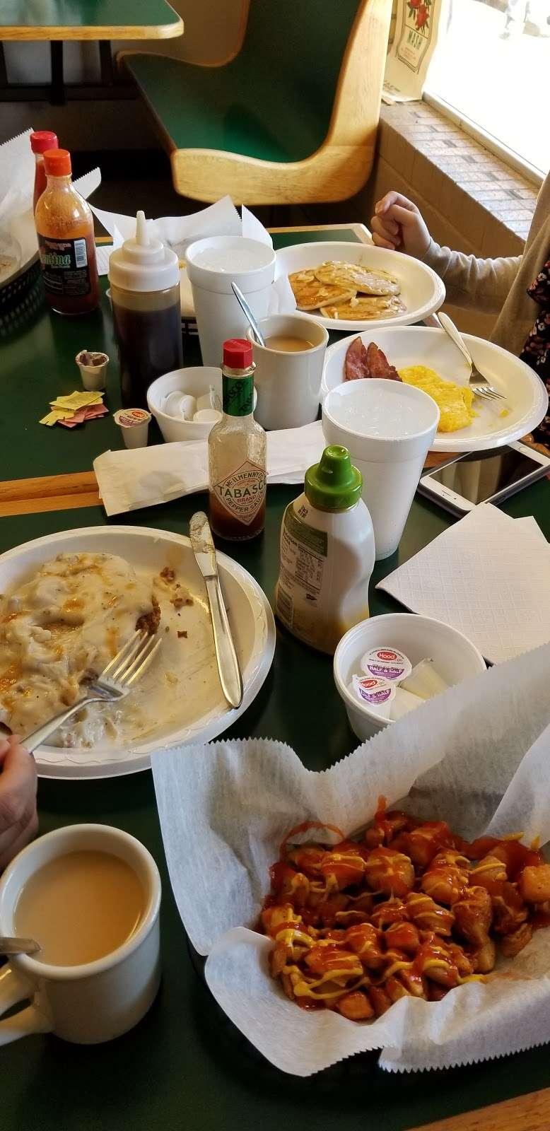 Wahoos Diner - restaurant  | Photo 8 of 9 | Address: 110 N Salisbury GQ Ave, Salisbury, NC 28146, USA | Phone: (704) 209-0503