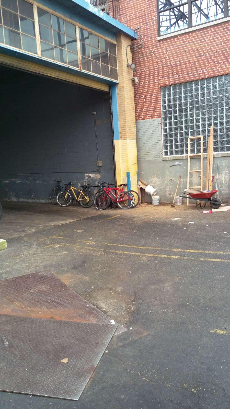 Wanrong Trading Truck Docks - storage  | Photo 7 of 10 | Address: 32-27-, 32-45 Hunters Point Ave, Long Island City, NY 11101, USA | Phone: (718) 361-8882