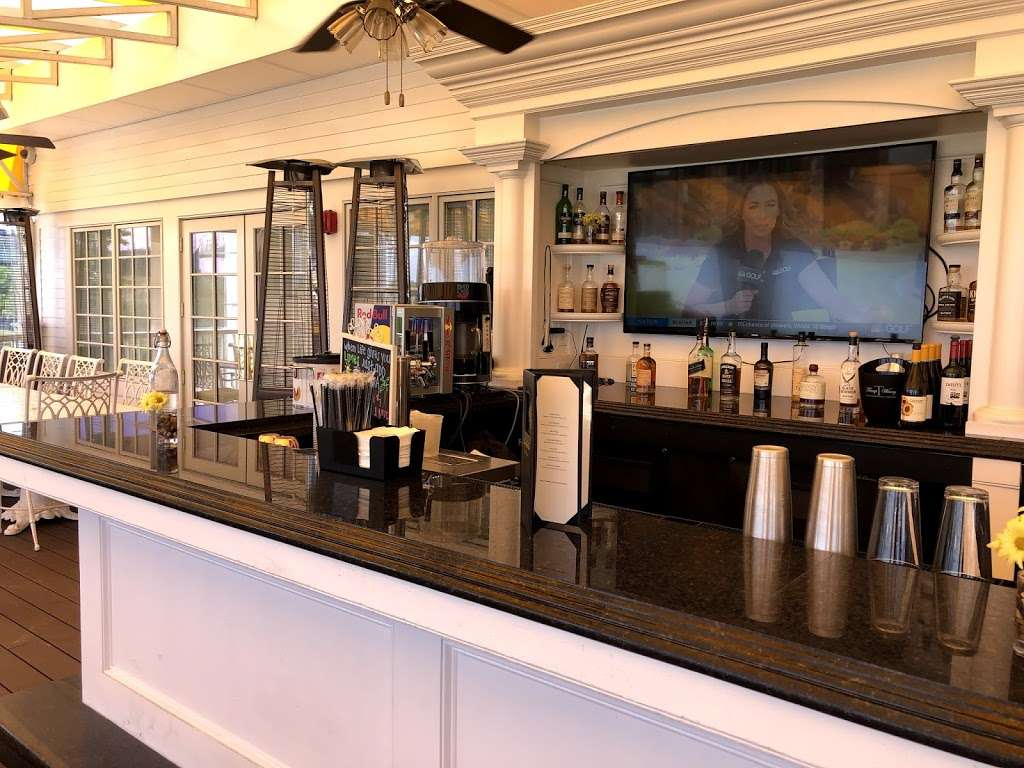 Trump Golf Links, Ferry Point - restaurant  | Photo 8 of 10 | Address: 500 Hutchinson River Pkwy, Bronx, NY 10465, USA | Phone: (718) 414-1555