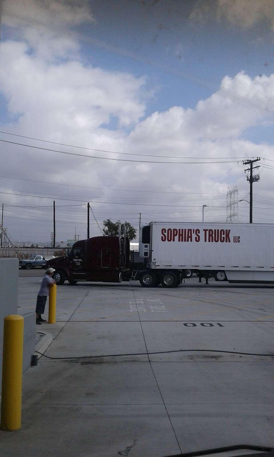 Amazon Fresh (LAX6) - storage  | Photo 5 of 10 | Address: 5119 District Blvd #100, Vernon, CA 90058, USA