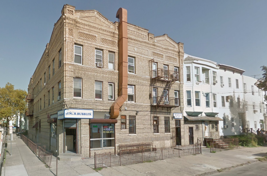 Senor Bubbles Laundromat & Dry Cleaner - laundry  | Photo 1 of 10 | Address: 456 Baldwin Ave, Jersey City, NJ 07306, USA | Phone: (201) 656-3471