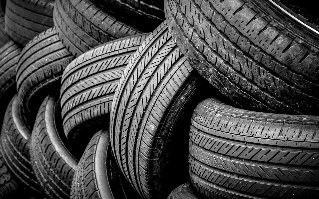 Leon Tires & Wheels - car repair  | Photo 2 of 10 | Address: 8431 S Main St, Los Angeles, CA 90003, USA | Phone: (323) 456-5405