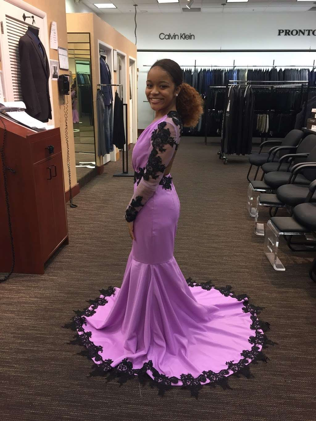 Carmens Sewing & Alterations - store  | Photo 7 of 10 | Address: 411 Bayview Dr, Edgewater, MD 21037, USA | Phone: (908) 577-6173