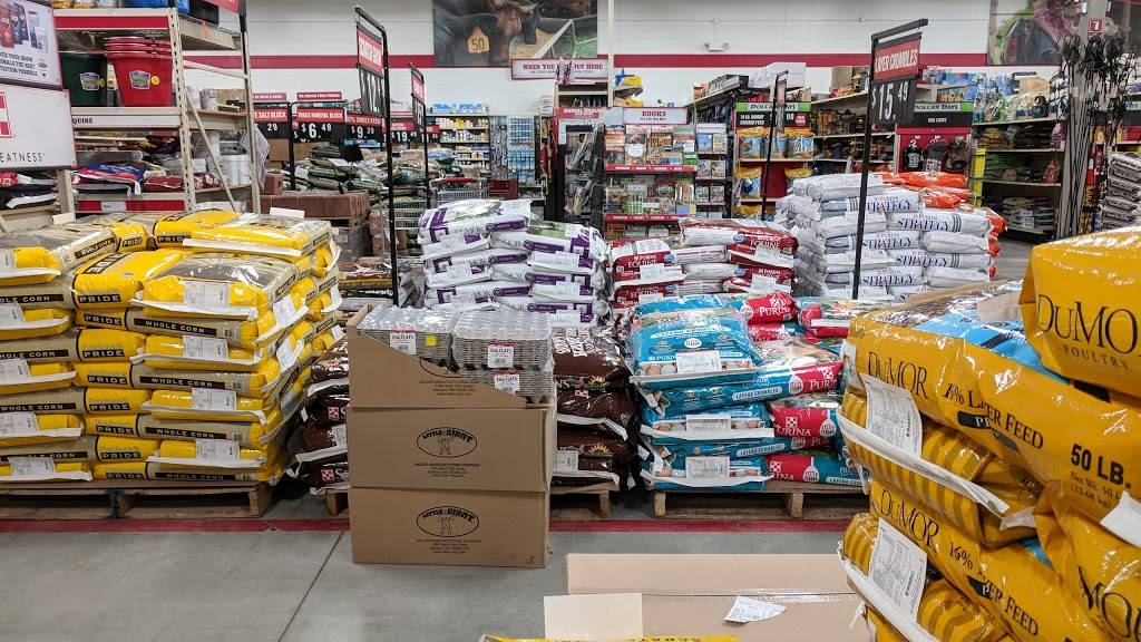 Tractor Supply Co. - hardware store    Photo 2 of 8   Address: 9000 Amber Hill Ct, Lincoln, NE 68526, USA   Phone: (402) 420-0011