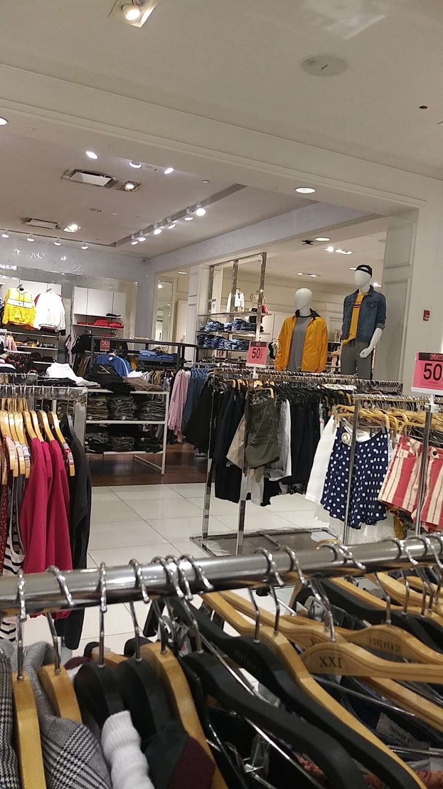 Forever 21 - clothing store  | Photo 7 of 10 | Address: 108 Green Acres Rd E, Valley Stream, NY 11581, USA | Phone: (516) 881-3476