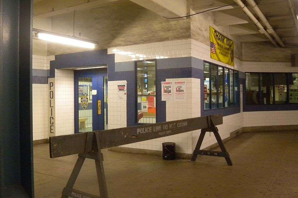 Briarwood - Van Wyck Blvd - subway station    Photo 1 of 10   Address: &, Queens Blvd & Main St, Briarwood, NY 11435, USA