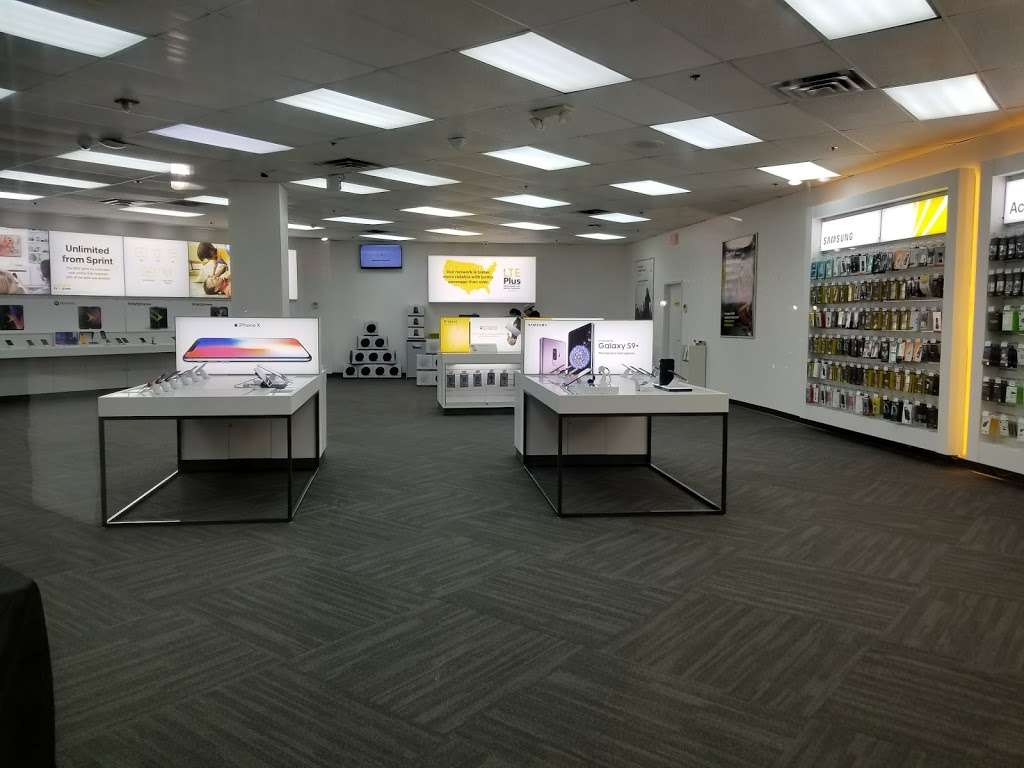 Sprint Store - electronics store  | Photo 1 of 10 | Address: 517 River Rd, Edgewater, NJ 07020, USA | Phone: (201) 654-0920