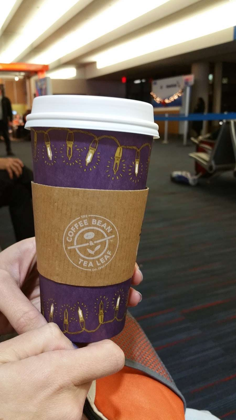 The Coffee Bean & Tea Leaf - cafe  | Photo 7 of 10 | Address: 550 World Way, Los Angeles, CA 90045, USA | Phone: (310) 337-1011