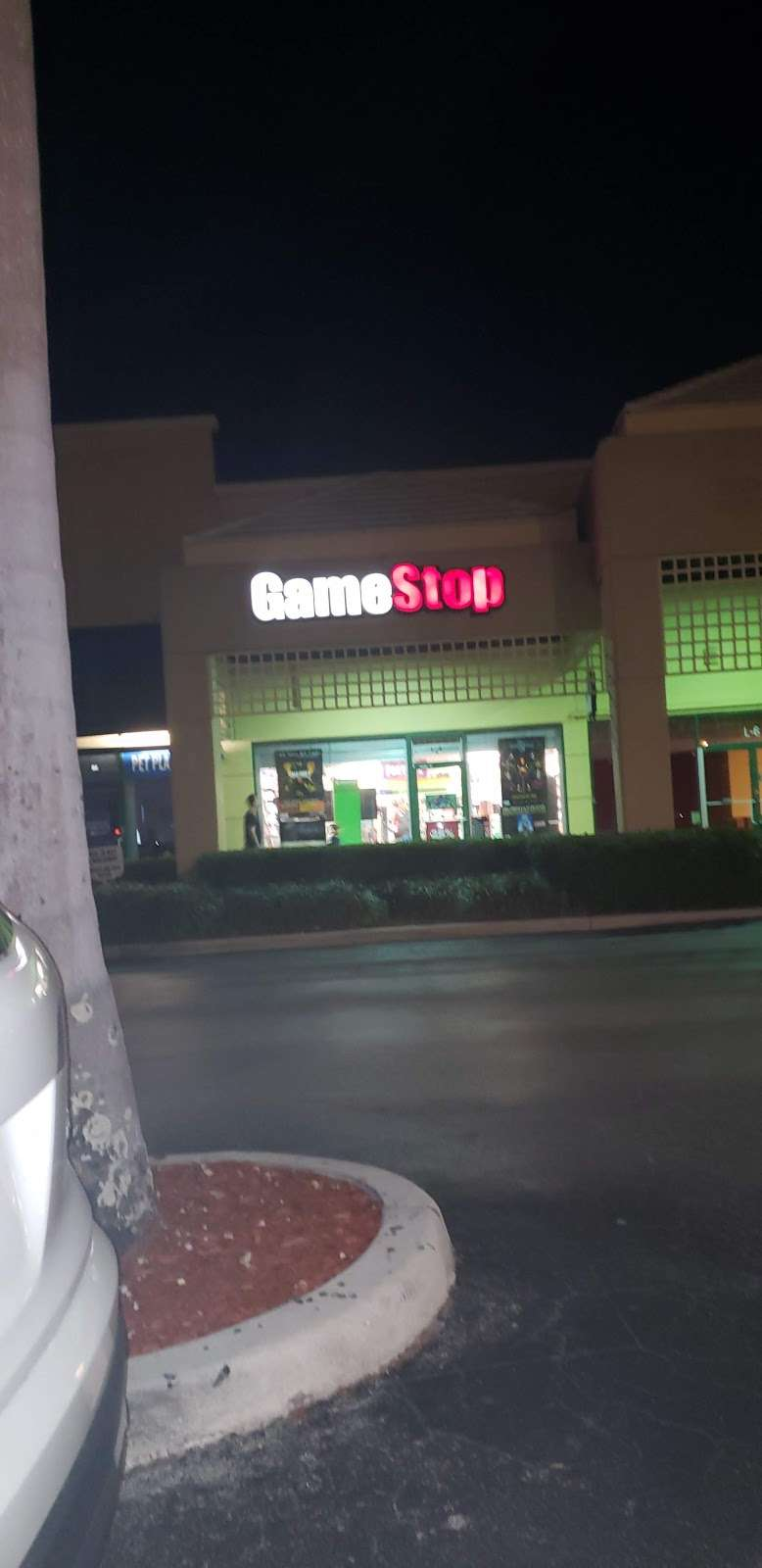 GameStop - electronics store  | Photo 9 of 10 | Address: Somerset Shoppes, 8903 Glades Rd L-4, Boca Raton, FL 33434, USA | Phone: (561) 470-8483