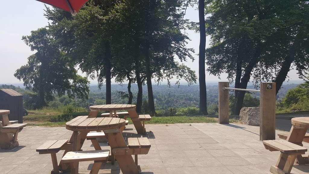 Reigate Hill Tea Room - cafe  | Photo 6 of 10 | Address: Car Park, Reigate Hill Park, Wray Ln, Reigate RH2 0HX, UK