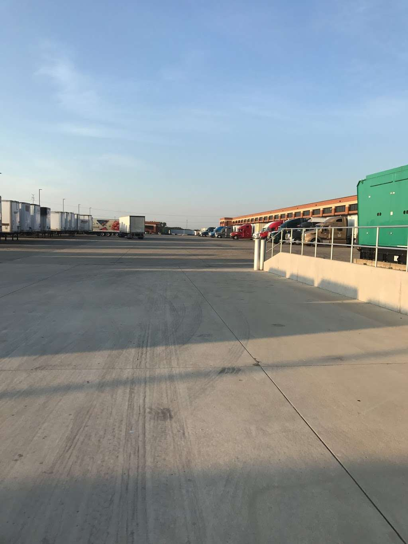 ALDI Distribution Center - storage  | Photo 9 of 10 | Address: 10505 KS-7, Olathe, KS 66061, USA | Phone: (913) 768-1119