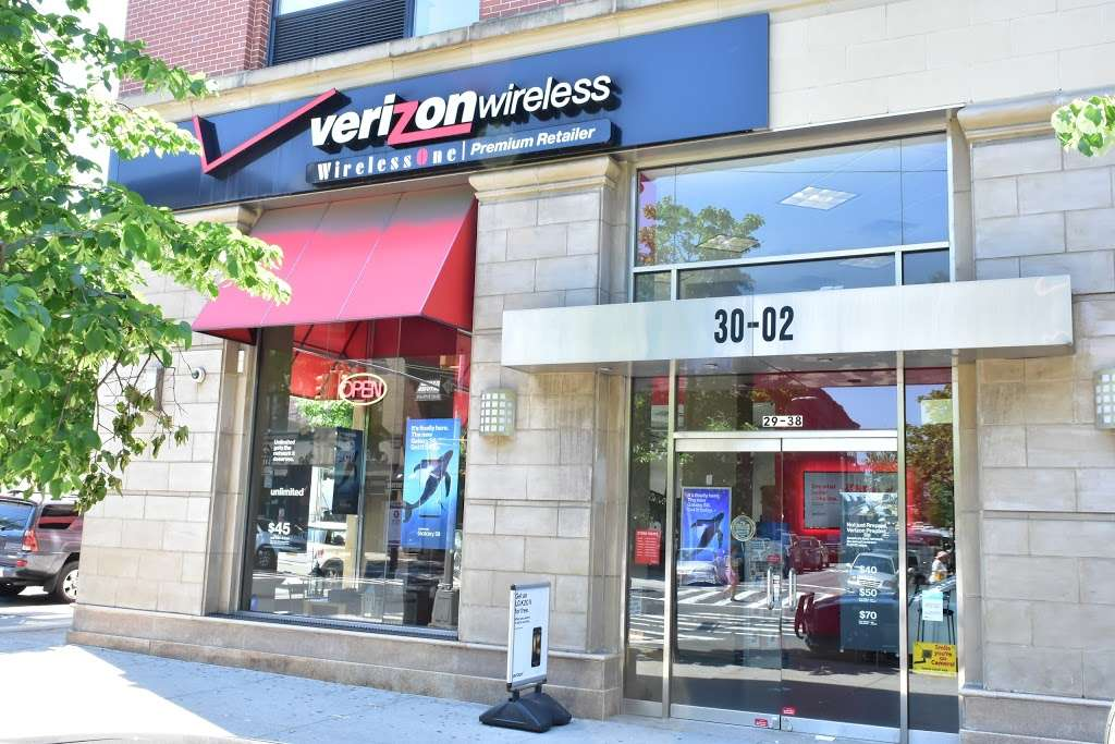 Verizon - store  | Photo 2 of 10 | Address: 30-02 30th Ave, Astoria, NY 11102, USA | Phone: (347) 924-9420