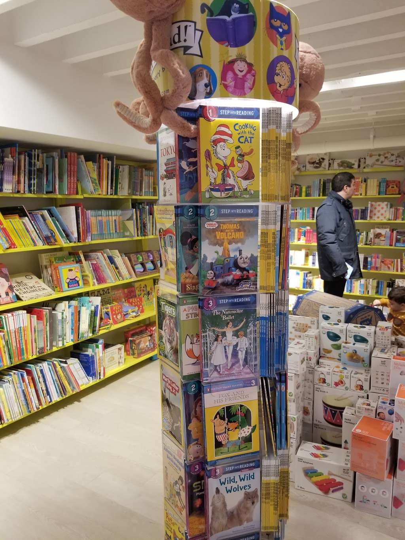 Book Culture LIC - book store    Photo 6 of 10   Address: 26-09 Jackson Ave, Long Island City, NY 11101, USA   Phone: (718) 440-3120