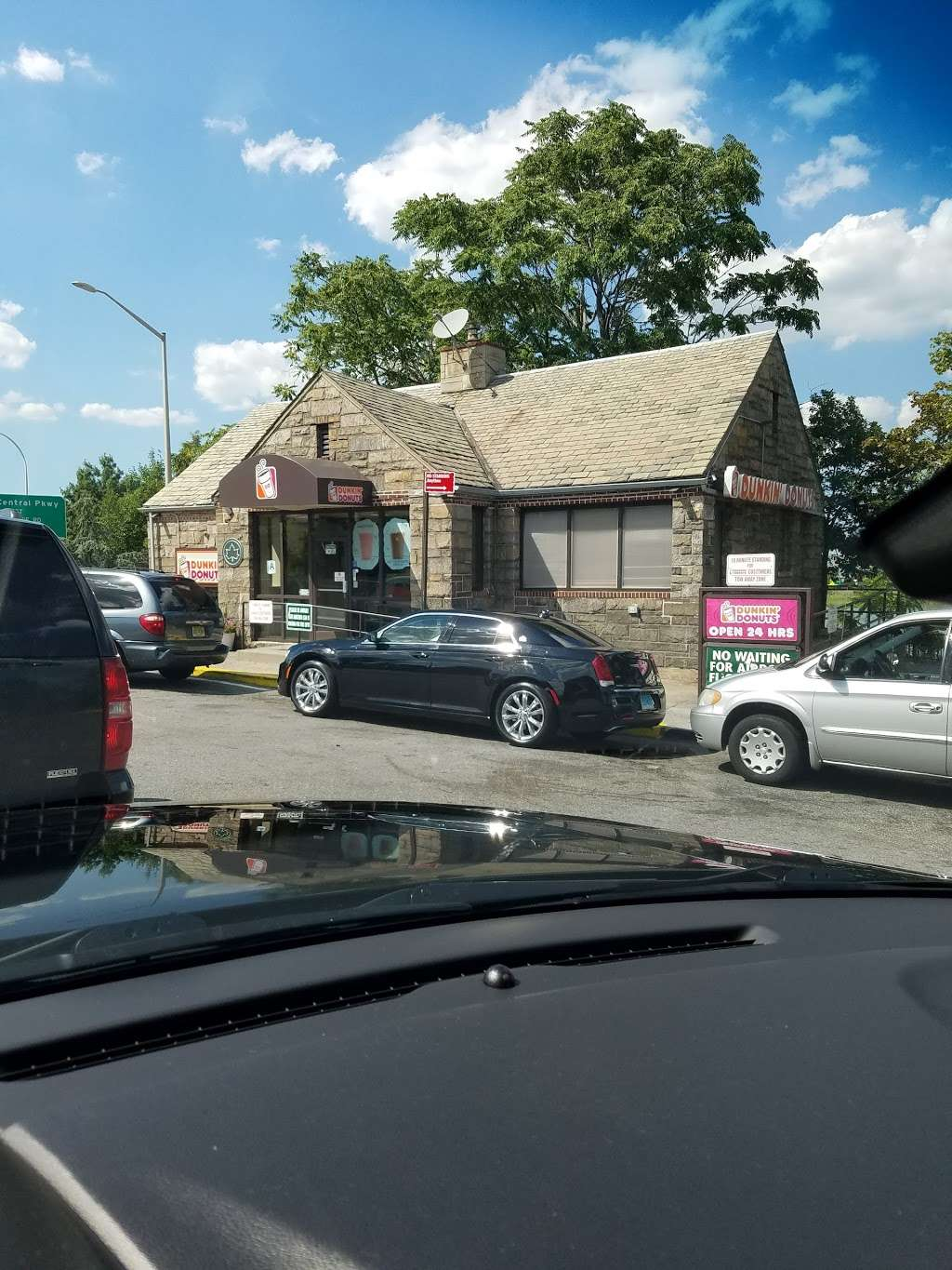 Dunkin Donuts - cafe  | Photo 9 of 10 | Address: Gulf Gas Station, 10801 Grand Central Pkwy, East Elmhurst, NY 11369, USA | Phone: (718) 478-1926