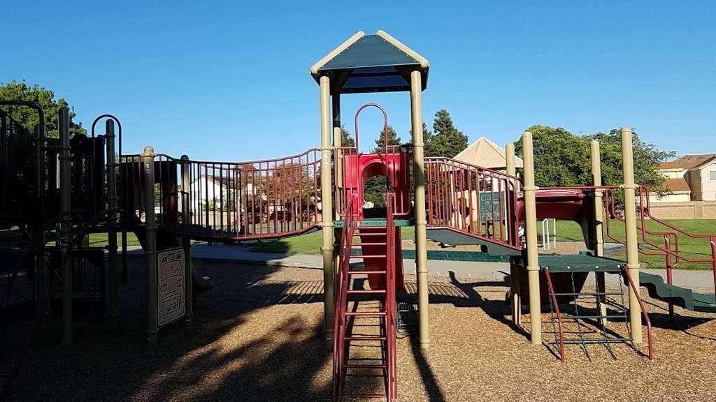 Ridgeview Park - park  | Photo 3 of 10 | Address: 4966 Silver Creek Rd, Fairfield, CA 94534, USA | Phone: (707) 428-7431