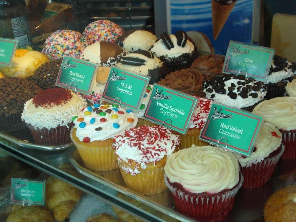 Aunt Butchies Bakery Café - bakery  | Photo 2 of 4 | Address: 4 South St, New York, NY 10004, USA | Phone: (212) 742-2787