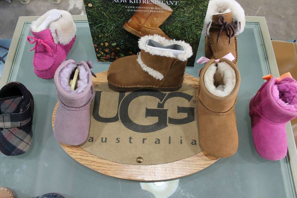 City Jeans Premium - shoe store    Photo 6 of 10   Address: 2996 Third Ave, Bronx, NY 10455, USA   Phone: (718) 401-5919