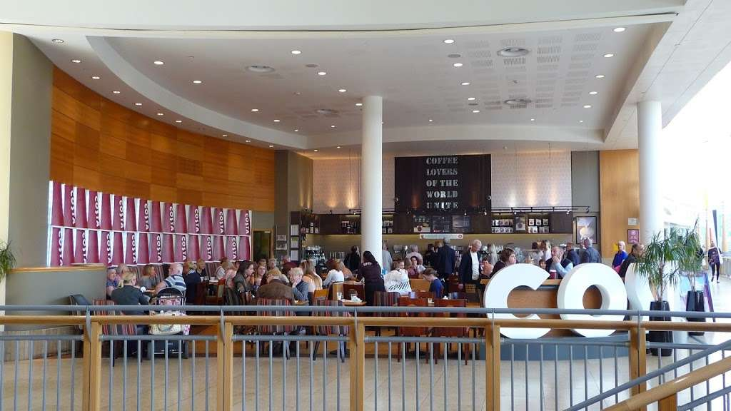 Costa Coffee - cafe  | Photo 5 of 10 | Address: UO49, Bluewater Pkwy, Dartford DA9 9SQ, UK | Phone: 01322 427626