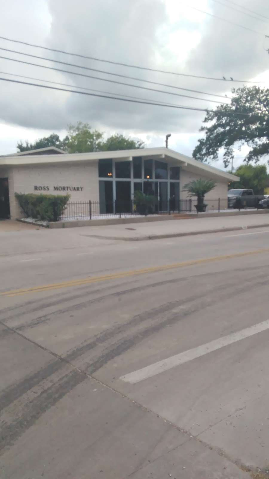 Ross Mortuary Inc. - funeral home  | Photo 5 of 7 | Address: 3618 Lyons Ave, Houston, TX 77020, USA | Phone: (713) 223-8071